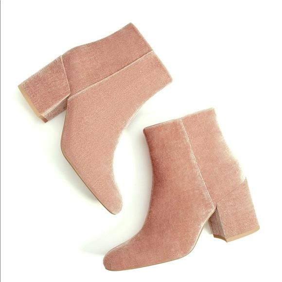 3602eec7e9d Bershka Pink Velvet Ankle Boots. Bershka. M_5c24c21e9539f74a9fa33bf0.  M_5c24c21f1b3294f67b153c1c. M_5c24c2206a0bb73ad8ceef83.  M_5c24c222035cf1a6dff53afe